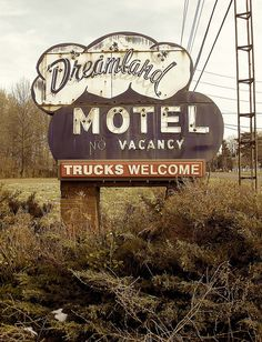 Dreamland Motel ~ Old Neon Sign