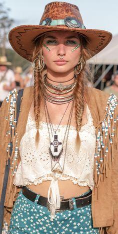 ╰☆╮Boho chic bohemian boho style hippy hippie chic bohème vibe gypsy fashion indie folk the . Hippie Chic, Moda Hippie, Hippie Look, Look Boho, Hippie Style, Bohemian Style, Bohemian Jewelry, Bohemian Outfit, Hippie Masa