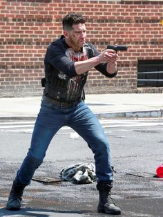Jon Bernthal Photos - Jon Bernthal is seen on the set of 'The Punisher'. - Jon Bernthal On The Set Of 'The Punisher' Punisher Marvel, Punisher Skull, Marvel Dc, Marvel Comics, Jon Bernthal Punisher, Punisher Season 2, Marine Special Forces, Frank Castle Punisher, Action Tv Shows