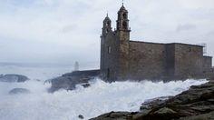 El temporal arrasó el santuario de Muxía y dejó numerosos destrozos en toda la comarca
