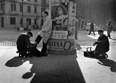 Limpiabotas La Gran Via, Barcelona 1950. Francesc Catalá-Roca