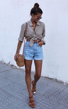 casual outfits for winter ; casual outfits for women ; casual outfits for work ; casual outfits for school ; Tie Up Shirt, Look Con Short, Rolled Jeans, Summer Outfits Women, Outfit Ideas Summer, Summer Vacation Outfits, Europe Outfits Summer, Outfits With Jean Shorts, Cute Outfits For Summer