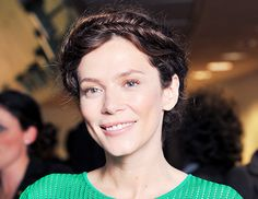 British actress Anna Friel sported a loose crown made of tight fishtail braids