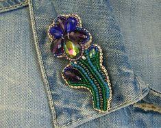 #accessories#brooch#beadedbrooch#seedbeadedbrooch#flowerbrooch#flower#beadedbrooch#iris#irisflower