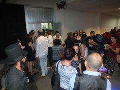 """Proyección del cortometraje Contragolpe En una reunión estelar los actores, protagonistas, maquillistas, escenógrafos, fotógrafos y todos aquellos que dieron vida al cortometraje """"Contragolpe"""" así como invitados especiales fueron recibidos por los directores del corto Neda Ruscic. Dave Malkav y el productor Ismael Ibañez."""