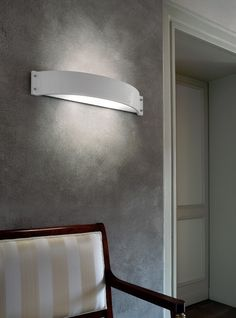 Glamour is a Set of 3 white glazed ceramic wall lamp with white-milk shiny methacrylate reflector.