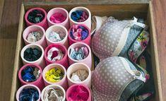 ropa interior organizada en tubos de PVC