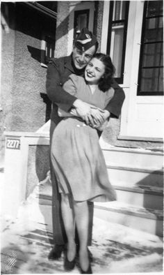 A heartwarmingly beautiful photo of a solider and his girl. #vintage #1940s #WW2 #couple