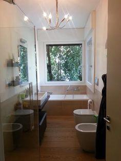 Risultati immagini per bagno con vasca sotto finestra | casa ...