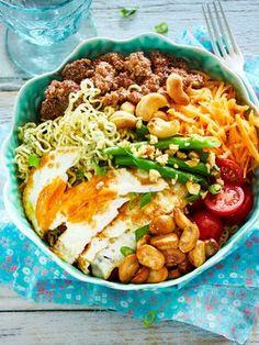 Unser beliebtes Rezept für Dragon-Bowl mit Cashewdressing.