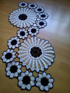 47 Super Ideas For Crochet Table Runner - Diy Crafts - maallure Crochet Angel Pattern, Crochet Angels, Crochet Doily Patterns, Granny Square Crochet Pattern, Crochet Round, Crochet Chart, Crochet Motif, Crochet Designs, Hand Crochet