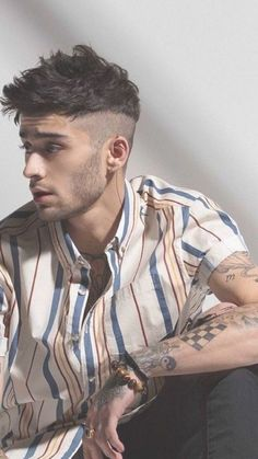 Neuer Style Zayn Malik Frisuren 2019 Hair Loss: Don't Rule Out a Thyroid Condition If you suffer fro Coiffure Zayn Malik, Cabelo Zayn Malik, Estilo Zayn Malik, Zayn Malik Fotos, Zayn Malik Hairstyle, Zayn Malik Style, Zayn Malik Tattoos, Mens Hairstyles Fade, Undercut Hairstyles