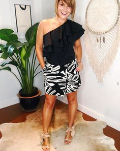 Office vibes #2 #offtheshoulder #palmprint #workstyle #summeroutfits #ootd #dailyoutfit #closetcoach #stylecoach #personalstylist #cecelianewyork @cecelianewyork #dvf @dvf @saksme