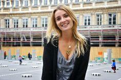 Collier ras du cou tête de tigre en plaqué or, les yeux cabochons agate verte porter par Alix blogueuse mode de www.shineatown.com