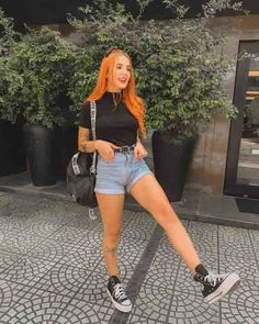 Short mom jeans, tshirt preta de gola e all star preto cano médio flatform. Short mom jeans, tshirt preta de gola e all star preto cano médio flatform. SEE DETAILS Grunge Outfits, Trendy Outfits, Summer Outfits, Girl Outfits, Cute Outfits, Fashion Outfits, Outfits With Converse, Girl Fashion, Womens Fashion