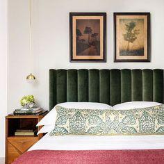 bedroom with green headboard Cosy Bedroom, Modern Bedroom Decor, Stylish Bedroom, Master Bedroom, Art Deco Bedroom, Bedroom Small, Contemporary Bedroom, Design Bedroom, Green Headboard