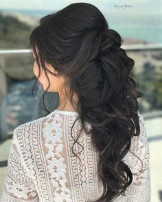 Soft Romantic Curls in a Half-Up Style