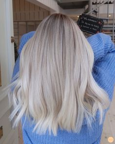 To Blonde Virgin Hair Hair Colors - Cabello Rubio Ice Blonde Hair, Beauté Blonde, Blonde Hair Looks, Blonde Color, Summer Blonde Hair, Short Blonde, Platinum Blonde Hair, Blonde Hair Lowlights, Highlighted Blonde Hair