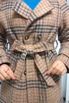 Love this DIY Guide! 😍 clothes videos Love this DIY Guide! Diy Furniture Videos, Diy Furniture Table, Saree Blouse Patterns, Saree Blouse Designs, Shirt Diy, Diy Fashion, Fashion Outfits, Diy Clothes Videos, Designs For Dresses