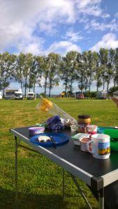Frühstück mit Ostsee-Blick auf unserer Bulli-Tour