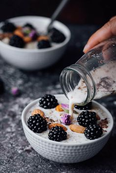 Blackberry Quinoa Breakfast Bowl gives a magical touch to your body with its super ingredients and makes your body ready for the day. Vegan and gluten-free. #foodphotography #foodstyling