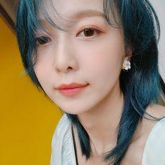 Kpop Girl Groups, Korean Girl Groups, Kpop Girls, Extended Play, Where Is The Love, Kpop Profiles, Korean Beauty, Pop Group, Blue Hair