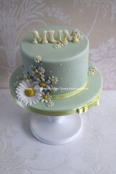 Simple daisy cake