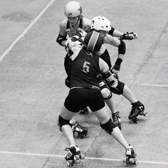 @texasrollergirls vs @mnrg at the @wftda 2015 Championship in Saint Paul. #wftda #wftdachamps #texasrollergirls #txrg #t2k3 #minnesotarollergirls #mnrg #rollerderby by maninthebowlerhat