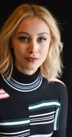 Pictures & Photos of Sarah Gadon - IMDb