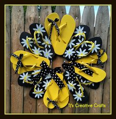 New Ideas for spring door decorations dollar stores flip flops Flip Flops Diy, Flip Flop Art, Wreath Crafts, Diy Wreath, Diy Crafts, Wreath Ideas, Wreath Making, Summer Deco, Summer Art