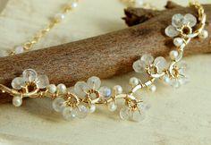 Pietra di luna bianco e orecchini di perle monili Vine