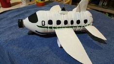 Areoplane in white . Diy Arts And Crafts, Fall Crafts, Diy Crafts, Projects For Kids, Diy For Kids, Crafts For Kids, Recycled Christmas Decorations, Recycled Crafts Kids, Plastic Bottle Crafts