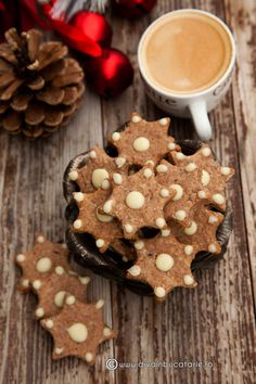 Christmas Cookies- yes bring on the xmas treats! Time to start baking. Christmas Cookie Exchange, Christmas Sweets, Christmas Baking, Christmas Mood, Christmas Kitchen, Christmas Ideas, Marsala, Roll Cookies, Holiday Cookies