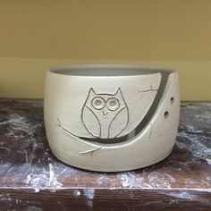 New owl yarn bowl in progress! Slab Pottery, Pottery Bowls, Ceramic Bowls, Ceramic Pottery, Ceramic Art, Pottery Painting Designs, Pottery Designs, Pottery Ideas, Clay Bowl