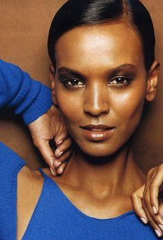 super model Liya Kebede Liya Kebede, Female Head, Famous Models, Super Model, Head Shots, Famous Faces, Pretty Face, Most Beautiful Women, Lady