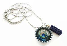 Lange ketting met pauwencabochon en klosje van Handgemaakte sieraden van A-typist op DaWanda.com