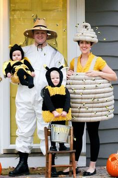 It's never too early to start planning your family Halloween costume. Whether you take inspiration from your favorite TV fam or your go-to weeknight meal, these family Halloween costumes are sure to make fellow trick-or-treaters smile. Family Themed Halloween Costumes, Family Costumes For 3, Homemade Halloween Costumes, Cute Costumes, Halloween Outfits, Halloween Kids, Costume Ideas, Maternity Halloween, Infant Halloween