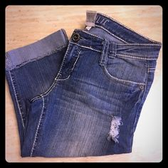 Junior's Hydraulic Distressed Capri Jeans Light wash, distressed, cuffed, capri jeans. Flap, button back pockets. Hydraulic Jeans Ankle & Cropped