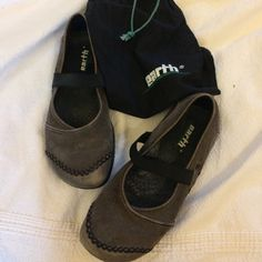 DONATING 12/13 Kalso earth shoes Classic. Boho. Reverse heel technology. Top stitching. Dust bag. Gently worn. Make an offer! Kalso Shoes Flats & Loafers