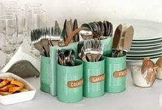 Use recycled cans to make a cutlery holder that can be used for indoor and outdo., recycled cans to make a cutlery holder that can be used for indoor and outdoor entertaining. You can use six cans for cutlery or seven c. Diy Organizer, Diy Projects To Try, Home Projects, Craft Projects, Craft Ideas, Recycling Projects, Craft Tutorials, Recycled Crafts, Diy Crafts