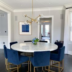 Dining Room Colour Schemes, Dining Room Colors, Dining Room Design, Blue Dining Room Chairs, Modern Dining Chairs, Modern Dining Room Lighting, Dinner Room, Luxury Dining Room, Dining Room Inspiration