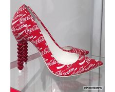 Coca-Cola gets haute treatment at Paris Fashion Week British shoe designer Sophia Webster has designed a pair of shoes in collaboration with Coca-Cola to promote their personalized name campaign during Paris Fashion Week. Coca Cola Decor, Coca Cola Can, Always Coca Cola, World Of Coca Cola, Coca Cola Bottles, Sophia Webster, Crazy Shoes, Me Too Shoes, Coca Cola Vintage