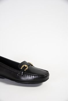 Γυναικεία δερμάτινα μοκασίνια της εταιρείας Geox. Διαθέτουν ανατομική insole και αντιολισθητική σόλα, με τεχνολογία που αφήνει το πόδι να αναπνέει, προσφέροντας άνεση όλη την ημέρα. Men Dress, Dress Shoes, Loafers Men, Oxford Shoes, Fashion, Moda, Fashion Styles, Men's Loafers, Fashion Illustrations