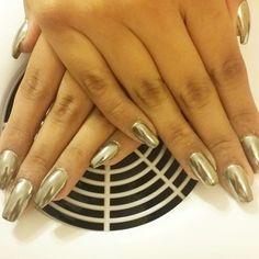 Silver chrome nails by Veronica Johnson #silver #chromenails