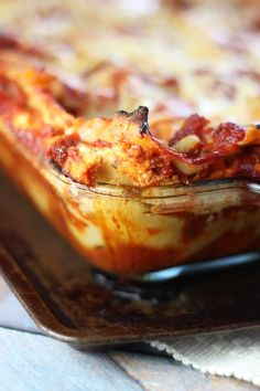 Five Cheese Lasagna! A monster of a dish! A meaty lasagna recipe with goat cheese, mozzarella, parmesan, cottage cheese, and ricotta cheeses! Chef Recipes, Food Network Recipes, Pasta Recipes, Cooking Recipes, Recipies, Cooking Network, Pureed Recipes, Dinner Recipes, Cooking Corn