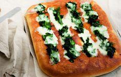 aprende cómo hacer Focaccia con espinaca y crecimiento en este post http://exquisitaitalia.com/focaccia-con-espinaca-y-crecimiento/ #recetas #recetasitalianas