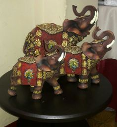 Elefantes Elephant Tapestry, Elephant Art, Elephant Gifts, Fall Dining Table, India Pattern, Buddhist Art, Bottle Art, Beautiful Creatures, Barbie