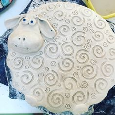 Terrific No Cost clay pottery painting Thoughts (notitle) Ceramics Projects, Clay Projects, Clay Crafts, Diy And Crafts, Crafts For Kids, Pottery Animals, Ceramic Animals, Clay Animals, Hand Built Pottery