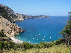 Vue sur Coll Baix, Majorque. http://www.lonelyplanet.fr/article/les-plus-belles-plages-de-majorque #CollBaix #plage #Majorque #îles #Baléares #voyage