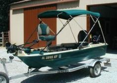 Small portable 2 man fishing boats sun dolphin pro 120 for Sun dolphin fishing boat